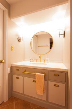 中古を買ってリノベーションの相談はEcoDeco.リノベーションの事例写真たくさんあります。不動産購入、リノベの相談無料。#リノベーション#インテリア#東京#照明#家づくり#home #house#趣味#趣味を楽しむ#整理整頓#暮らし#玄関#ヴィンテージ#洗面#洗面インテリア#洗面所 Vanity, Mirror, Bathroom, House, Furniture, Home Decor, Dressing Tables, Washroom, Powder Room