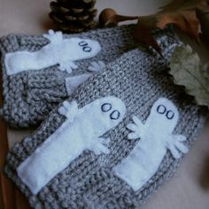 """thewishbonecollective: """"Lovely Moomin Mittens from my friend! Moomin, My Friend, Arts And Crafts, Crochet Mittens, Wool, Handmade, Diy, Heart, Crochet Gloves"""