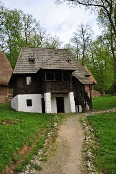 Vernacular Architecture, Classic Architecture, Visit Romania, Backyard Sheds, Witch House, Arte Popular, Design Case, Little Houses, House In The Woods