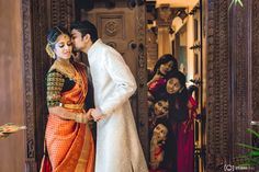New Wedding Couple Poses Photography Photo Shoot 18 Ideas couple marriage New Wedding Couple Poses Photography Photo Shoot 18 Ideas Wedding Ceremony Pictures, Pre Wedding Poses, Pre Wedding Photoshoot, Wedding Couples, Wedding Shoot, Funny Wedding Poses, Baby Wedding, Bridal Pictures, Wedding Stage