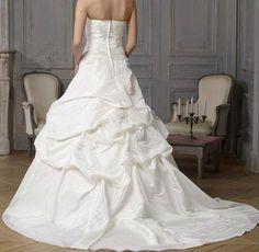 Robe de mariée d'occasion avec boléro et jupon - Val de Marne
