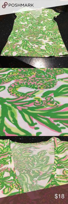 Lilly Pulitzer v-neck tshirt size medium Beautiful Lilly Pulitzer size medium v-neck t-shirt size medium 95% cotton 5% spandex Lilly Pulitzer Tops Tees - Short Sleeve
