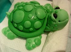 I love sculpting with fondant. I made a Little turtle of fondant for a tiny birthday cake...