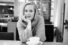 Black and white portrait / cafe
