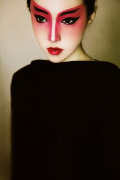MakeUp - Whole Face - Avant Garde - Red Mask - Black Eyeliner Black Eyebrows - Lips Bold Red Chinese Opera Woman