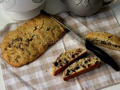 Il biscottone con pezzi di cioccolato, o biscottone di nonna Anna, è una ricetta facile e veloce vista in tv dalla cuoca Anna Moroni.