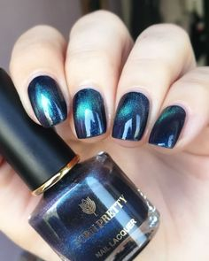 You own the powerful look and your blue nails will add to your personality strength. You can add beauty on your nails with Cute Dark Blue Nail Designs. Blue Nail Designs, Nail Polish Designs, Hot Nails, Hair And Nails, Shiny Nails, Gradient Nails, Acrylic Nails, Cat Eye Nails Polish, Stylish Nails
