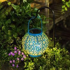 Solar Hanging Lanterns, Patio Lanterns, Lanterns Decor, Solar Powered Garden Lights, Solar Lights, Outdoor Landscaping, Outdoor Gardens, Traditional Lanterns, Home