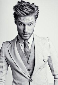 Beard + suit = yummyyyy!