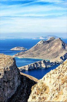 Photo from our hike Potamos/Aegiali - Hozoviotissa monastery - Chora. Vacation Trips, Dream Vacations, Places To Travel, Places To Visit, Santorini Villas, Myconos, Greek Isles, Greece Islands, Greece Travel
