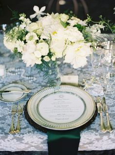 We're being spoiledtoday loves, spoiled with SOmuch pretty fromJacin Fitzgerald EventsandTec Petaja. This morning we traveled South for this dreamy coastal affair and now we're heading to the west coast for aBeaulieu Gardencelebration full of Art Deco goodness, and one