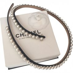 PEARLS EMBELLISHED LEATHER BELT CHANEL (€1.300) ❤ liked on Polyvore featuring accessories, belts, chanel, leather belt, pearl belt, embellished belt and black leather belt