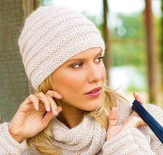 Шапка спицами с эффектными рельефными полосками из Сабрины | Вязание Шапок - Модные и Новые Модели