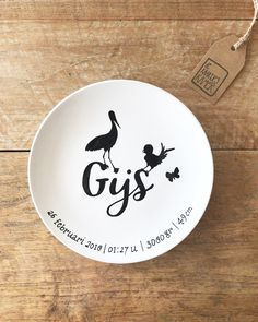 No automatic alt text available. Little Presents, Painted Plates, Doodle Drawings, Baby Accessories, Sharpie, Creative Inspiration, Diy Gifts, Gifts For Kids, Creations