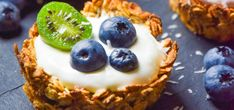 Owsiane tartaletki z jogurtem i owocami FIT - Just Be Fit Be Strong! Jambalaya, Cheesecake, Pudding, Fitness, Strong, Diet, Cheesecakes, Custard Pudding, Puddings