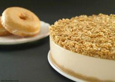 """Ya sé que es jueves y que las tartas es mejor dejarlas para el fin de semana, pero es que hoy estoy de celebración, ¡¡¡es mi cumple!!!, y me apetecía compartir con vosotros la tarta que he hecho para esta tarde. A los cuatro nos encantan los donuts, así que esta tarta es una de nuestras favoritas. La descubrí hace un año en el blog """"Pasen y degusten"""" y desde entonces creo que ya la he hecho unas 8 o 10 veces, ¡qué buena está!. Tanto la base, como la crema, como la cobertura están de..."""