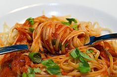 Linguine con un sugo di verdura fritta - Linguine mit einer Sauce aus gebackenem Gemüse