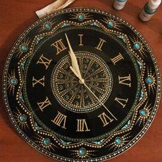 Точечная роспись. | ВКонтакте Dot Painting Tools, Clock Painting, Clock Art, Dot Art Painting, Clock Decor, Stone Painting, Clocks, Mandala Art Lesson, Mandala Artwork