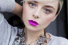 dicas-de-maquiagem-batom-roxo 3