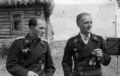 WW1,WW2 PHOTOS & FILMS Officers of the 35th Tank Regiment Wehrmacht (Panzer-Regiment 35) Adjutant 1st Battalion, Lieutenant Heinz Burkhard (Heinz Burkhard) and the commander of the 1st Battalion, Major Hans von Dethloff Kossel (Hans-Detloff von Cossel). The picture was taken during the celebration of the 27th anniversary of Major von Kossel. 22.07.1943, Major von Kossel died in battle.