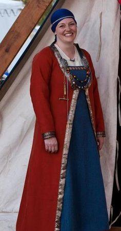 Ciar's Stitch in Time - Orange caftan Viking Garb, Viking Dress, Viking Costume, Medieval Costume, Viking Reenactment, Norse Clothing, Medieval Clothing, Historical Clothing, Historical Photos