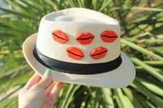 dudaklı şapka Zet.com'da 75 TL