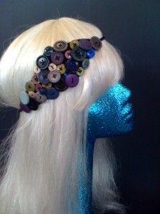 diy button headbands... for the teens & preteens on my list via nakeli881