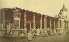 El mercado Guasu y al fondo el oratorio de Nuetra Señora de la Asuncion