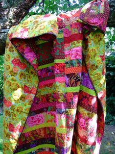 Jane Brocket is one of my favorite quilt artists - simple quilts using bright, bold, large patterned fabrics.