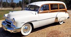 Vintage Cars Classic 1951 Chevrolet Deluxe Styleline Station Wagon - Since 1950 these wagons were made from all-steel construction, with simulated wood effect. This led these wagons to be affectionately called the Tin Woody. Classic Motors, Classic Cars, Classic Gmc, Classic Chevrolet, Vintage Cars, Antique Cars, Station Wagon Cars, Old American Cars, Us Cars
