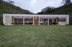 house built into a hill in ecuador 2 thumb 970xauto 28341 House Built into a Hill