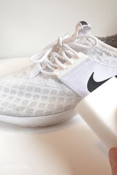 These genius magic eraser hacks will make cleaning so much easier! Find out which awesome magic eraser uses you have been missing out on now! Sneakers Looks, White Sneakers, Sneakers Nike, Clean Dry Erase Board, Magic Eraser Uses, Baking Soda Beauty Uses, Clean Your Car, Flat Iron, Cleaning Hacks