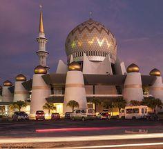 Mosque Architecture, Religious Architecture, Historical Architecture, Amazing Architecture, Art And Architecture, Unique Buildings, Interesting Buildings, Amazing Buildings, Islamic World