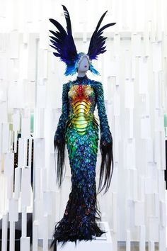 Thierry Mugler Vancouver Exhibition / Photo Courtesy of The Bay Couture Fashion, Fashion Art, Fashion Design, Funky Fashion, Met Gala Outfits, Drag Queen Outfits, Alien Queen, Fairy Clothes, Thierry Mugler