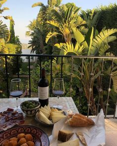 Image discovered by littlefridd. Find images and videos about summer, food and aesthetic on We Heart It - the app to get lost in what you love. Summer Aesthetic, Aesthetic Food, Comida Picnic, Balkon Design, In Vino Veritas, Belle Photo, Love Food, Life Is Good, Beautiful Places