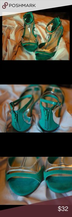 Steve Madden Jade Green Grey Metallic Suede Flats Steve Madden sandals killing it again  Two buckles that fasten and two straps that wrap elegantly around the ankle. Wear yours with a host of summer outfits for a brilliant pop of color.   Details: -Preowned but only minor scuffing -Faux patent leather, suede, and metallic  -Almost neon, has a glossy look effect (very pretty!) Steve Madden Shoes Sandals