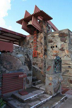 Taliesin West / 12345 N. Organic Architecture, Japanese Architecture, Amazing Architecture, Architecture Details, Frank Lloyd Wright Buildings, Frank Lloyd Wright Homes, Building Front, Usonian, Scottsdale Arizona