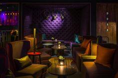 Интерьер ночного клуба с элементами лондонских пабов