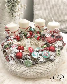 Stunning Christmas Sweater Wreath Advent Candles Decoration Ideas - Page 29 of 55 - Chic Hostess Christmas Advent Wreath, Christmas Candles, Outdoor Christmas, Diy Christmas Gifts, Winter Christmas, Christmas Sweaters, Christmas Arrangements, Christmas Centerpieces, Christmas Decorations