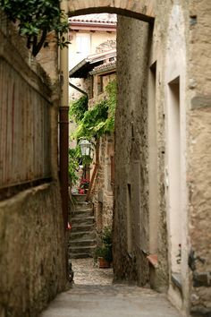 travelingcolors:  Narrow Alleys in Morcote, Ticino   Switzerland (by Katka S.)