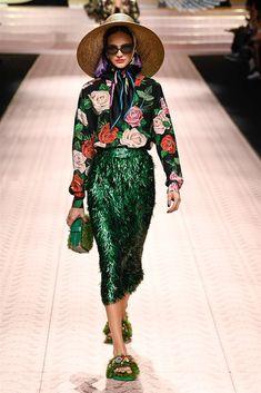 Dolce & Gabbana Spring 2019 Ready-to-Wear Fashion Show Collection: See the complete Dolce & Gabbana Spring 2019 Ready-to-Wear collection. Look 47 Catwalk Fashion, Milan Fashion, Couture Fashion, Spring Fashion, High Fashion, Fashion Show, Fashion Looks, Fashion Outfits, Womens Fashion