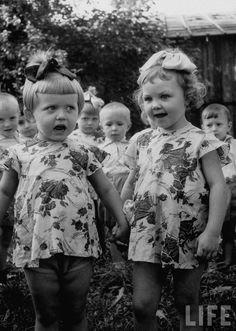 Singing russian girls, 1956 by Liza Larsen