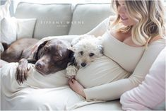 Maternity Photoshoot pose ideas in home – Babybauch Shooting – – Schwanger – Source by BabysFotos Maternity Photo Outfits, Maternity Work Clothes, Maternity Poses, Casual Maternity, Maternity Pictures, Pregnancy Photos, Baby Pictures, Maternity Dresses, Romantic Maternity Photos
