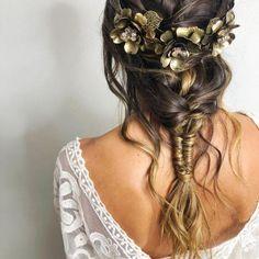 Tocado Pelo by . by ᴛᴀʙᴏᴀᴅᴀ Dreadlocks, Hairstyle, Makeup, Wedding, Beauty, Bridal Headpieces, Bridal Hairstyles, Wedding Hairs, Natural Makeup