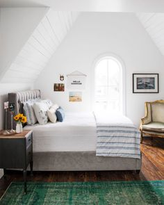 Singer-songwriter Holly Williams installed wood panel finishes to the guest bedroom of her 1908 Nashville cottage as a way to add some country charm. Farmhouse Bedroom Decor, Home Bedroom, Bedroom Furniture, Office Furniture, Nashville, Decor Inspiration, Decor Ideas, Decorating Ideas, Guest Bedrooms
