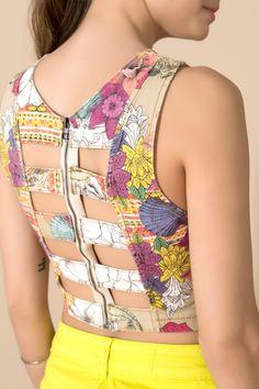 Top cropped estampado wahini - 02015779 oh, boy! Saree Blouse Neck Designs, Fancy Blouse Designs, Kurti Neck Designs, Costura Fashion, Fashion Moda, Fashion Sewing, Women's Fashion, Stylish Blouse Design, Indian Designer Outfits