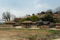 Yangdong Folk Village (양동민속마을) located 40 minutes north of Gyeongju
