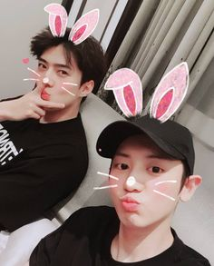 Exo Chanyeol And Sehun is so cute Exo Chanyeol, Exo Ot12, Kpop Exo, Chanbaek, Kyungsoo, Exo Couple, Exo Official, Kim Minseok, Exo Members