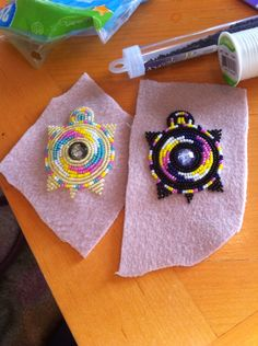 Beaded Earrings Native, Beaded Earrings Patterns, Native Beadwork, Native Beading Patterns, Beadwork Designs, Beading Ideas, Beading Projects, Beaded Moccasins, Bead Sewing