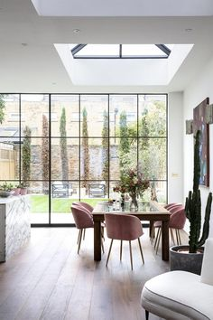 design ideas interior Explore a serene, elegant Victorian townhouse that's based in west London but belongs in Paris This Victorian house has Georgian proportions and Parisian flair. Explore an elegant London townhouse inspired by Parisian style. Victorian Townhouse, London Townhouse, Victorian House London, London House, Modern Victorian Homes, Victorian Windows, Victorian House Interiors, Victorian Living Room, Georgian House